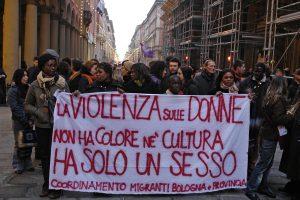 Donne migranti e violenza. Appello al Tribunale permanente dei Popoli
