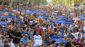 Milers de persones es manifesten a Barcelona contra la violència