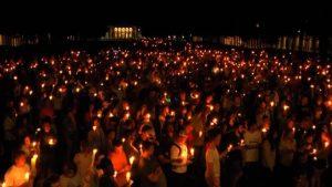 Miles de personas marchan contra el odio en Charlottesville, Filadelfia y Berlín