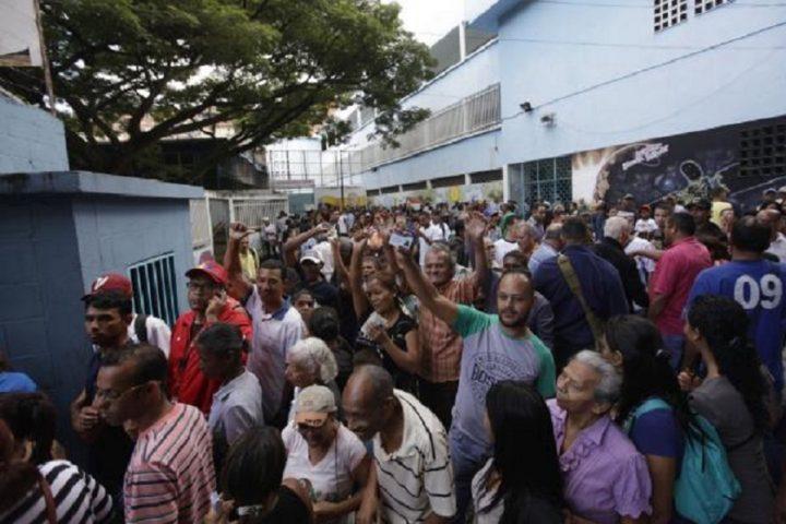 Eleições da Assembléia Constituinte na Venezuela – Eleitores comparecem em peso pela paz