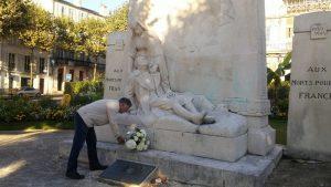Fleurs blanches pour Hiroshima et Nagasaki. Commémorer les victimes et abolir les armes nucléaires