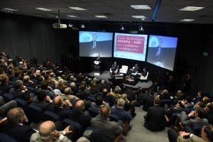 Evangélicos, militares y El Mercurio: Los poderes fácticos están más fuertes que ayer en Chile