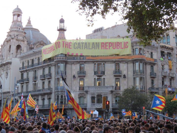 Catalogna, manifestazioni di massa per il diritto di decidere