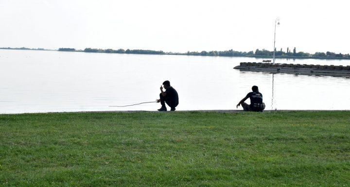 1-refugiados pescando en Palic (5)