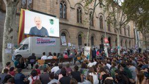 Julian Assange, sobre el 1-O: «Rajoy está intentando hacer de este un proceso violento»