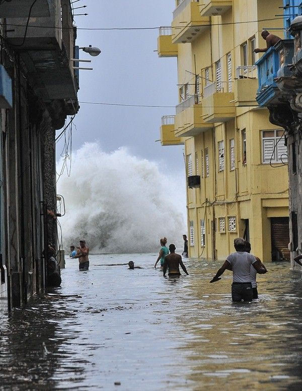 Habana-bajo-agua5-AFP