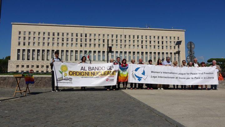 Presidio alla Farnesina per il bando delle armi nucleari