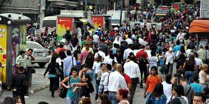 Pese al hostigamiento constante y los cañonazos virtuales, Venezuela continúa su camino