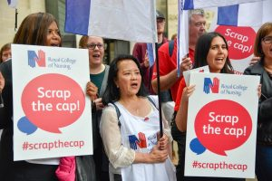 London, thousands of nursing staff demand pay rise