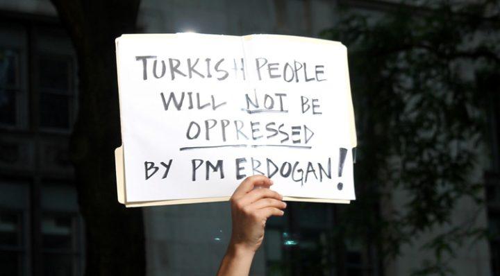 Turchia: AI chiede il rilascio di 11 difensori dei diritti umani dopo 100 giorni di carcere