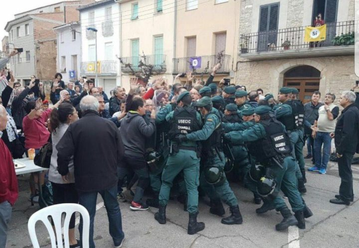 State police try to stop the Catalan referendum wave