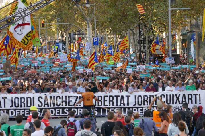Demonstration for the liberation of Cuixart and Sànchez, dignity in front of totalitarianism