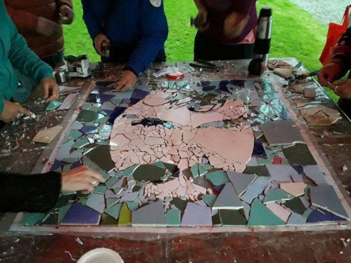 Un mosaico de Santiago Maldonado por la no violencia