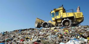 Seppelliti da trenta milioni di tonnellate di pattume all'anno
