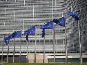 Το στρατιωτικό-βιομηχανικό σύμπλεγμα καταλαμβάνει την Ε.Ε.