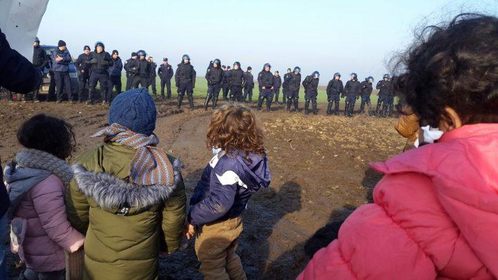 Refugiados en frontera croata piden soluciones a Europa