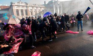 5.500 χιλιάδες Αυστριακοί στους δρόμους της Βιέννης διαμαρτύρονται ενάντια στη νέα ακροδεξιά κυβέρνηση