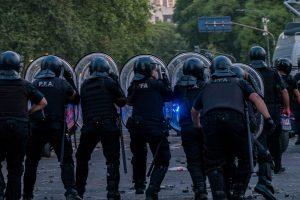 Tensa calma en Buenos Aires mientras se debate recorte a jubilaciones