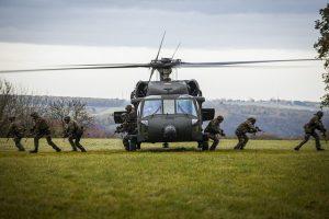 """Το λόμπι """"Καγκουρό"""", ο Επίτροπος Άμυνας και τα 76 δις ευρώ"""