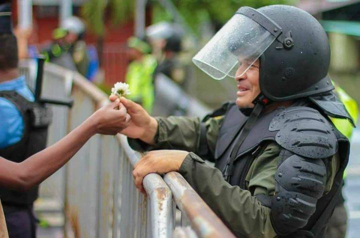 «Dictador, te metiste con la generación equivocada». Leonel Ayala en Regional y Popular sobre el fraude y la irrupción de los jóvenes contra la dictadura en Honduras.