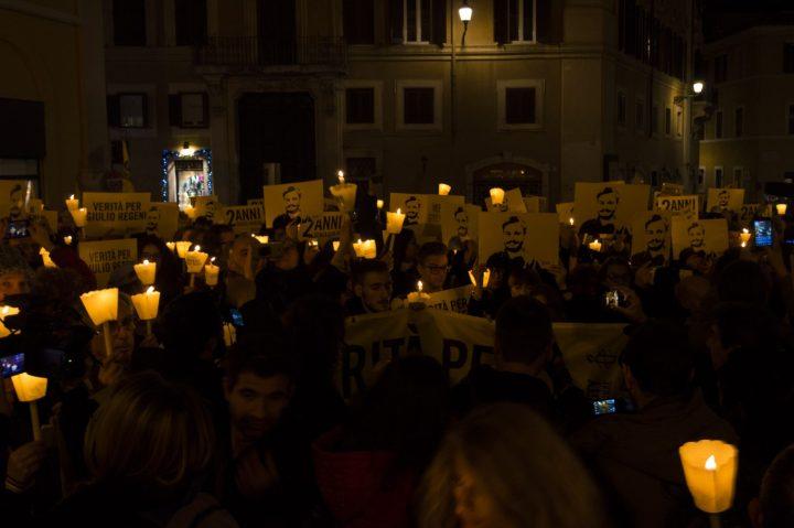 """#2annisenzagiulio: consegnate al Ministero degli Esteri le prime 70.000 firme raccolte dalla campagna """"Verità per Giulio Regeni"""""""
