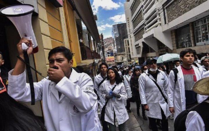 El dilema médico en Bolivia: sobre confusiones, ocultaciones y temores