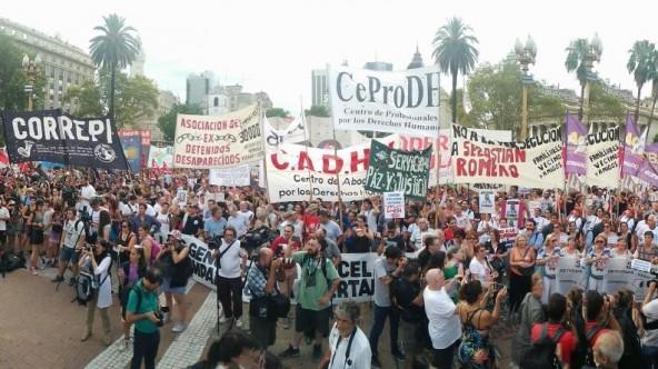 Miles de personas marcharon para reclamar la libertad de los presos políticos en Argentina