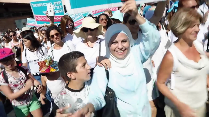 """Yael Deckelbaum & The Mothers: """"Home"""" – Esplorare insieme l'umanità che ci unisce"""