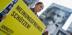 Turquía: liberado el periodista Deniz Yűcel