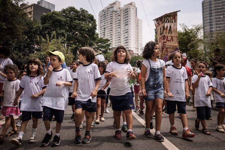 Niños Protestan por el Derecho a la Educación