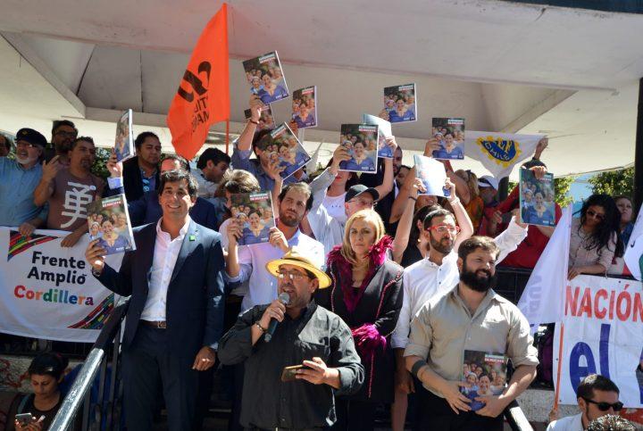 La celebración del Frente Amplio se toma la Plaza Victoria de Valparaíso