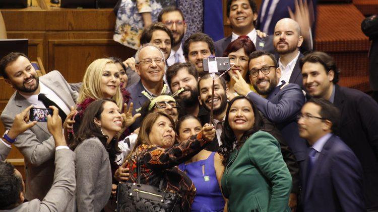 Frente Amplio selfie bancada
