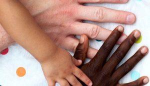 Mutter-Courage – von Weißen Müttern und Schwarzen Kindern