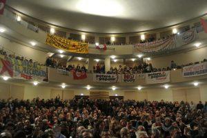 Da onda a marea: l'incontro di Potere al Popolo riempie Teatro Italia a Roma