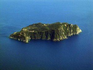 Isola di Gorgona, i detenuti creano i sentieri dei percorsi turistici