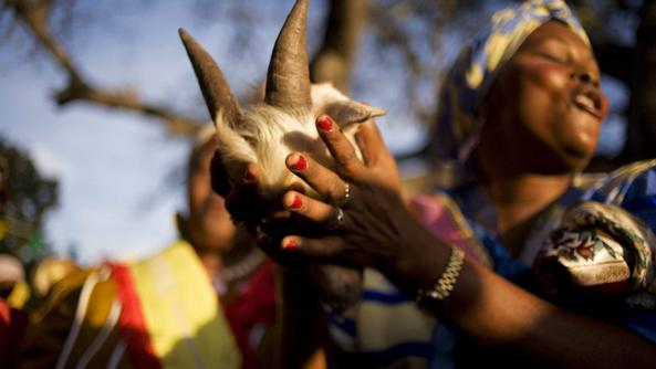 Nigeria, prohíbe los ritos vudú que vinculan a las mujeres al tráfico de personas