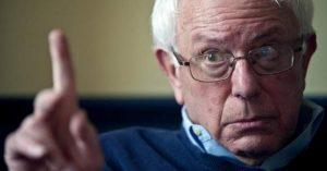 """Sanders: Trump non ha """"l'autorità legale"""" per bombardare o attaccare la Siria"""