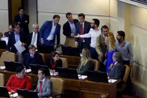 Pamela Jiles increpa a diputado ultraderechista que califica de «terroristas» a víctimas de DDHH