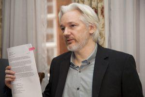 Julian Assange profundamente afectado por el asesinato de Javier Ortega, Paul Rivas y Efrain Segarra