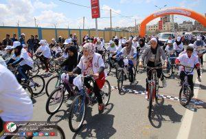 Incredibile Gaza. Parodia di droni e maratona ciclistica