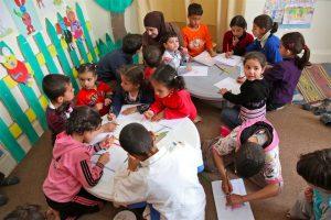 UNICEF: nonostante gli oltre7 anni di guerra in Siria quasi 5 milioni di bambini siriani vanno a scuola, ma altri 2,8 sono senza istruzione