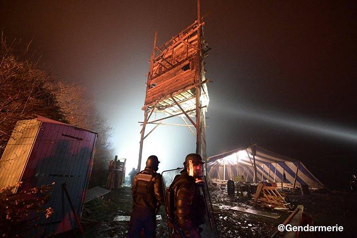 Francia, blindati e gas lacrimogeni contro attivisti ecologisti