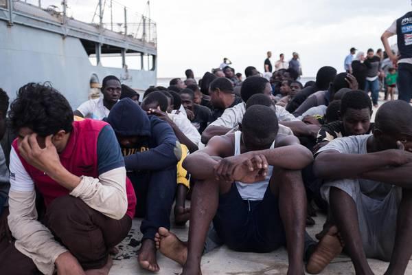 """Carofalo(PaP) e De Magistris: """"Giusto declinare il 25 Aprile per i diritti dei migranti"""""""