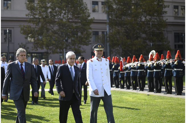 Bachelet pavimentó el triunfo de Piñera
