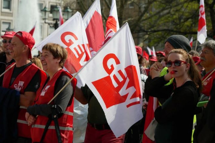 Germany. Teachers say NO to the union of armed forces and schools