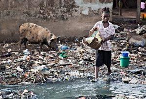 Sierra Leona: comienzan los días de barrios marginales sin desperdicios