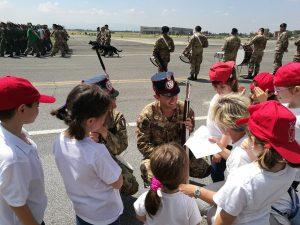 """Quando i bambini di Guidonia """"adottano"""" il sorriso dei soldati…"""