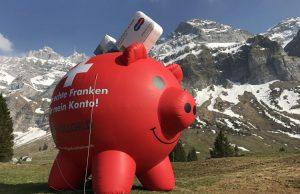 """Οι Ελβετοί θέλουν να """"κόψουν τον αέρα"""" των τραπεζιτών"""