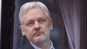 """John Pilger and Courage Foundation announce """"urgent campaign"""" to free Assange"""