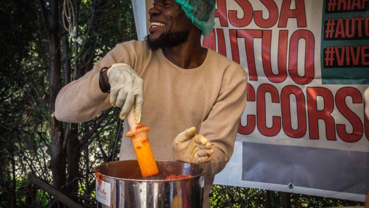 SfruttaZero, le projet de sauce tomate qui promeut la sensibilisation, la solidarité et l'espoir